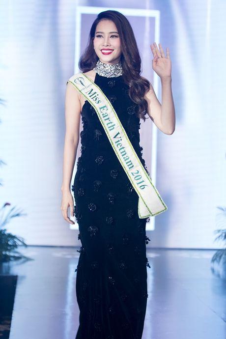 Nam Em khoe loat dam goi cam se mac tai Miss Earth - Anh 1