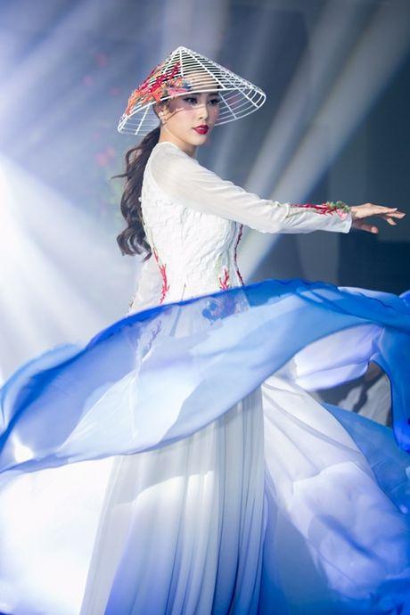 Nam Em khoe loat dam goi cam se mac tai Miss Earth - Anh 8