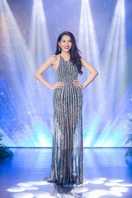Nam Em khoe loat dam goi cam se mac tai Miss Earth - Anh 9