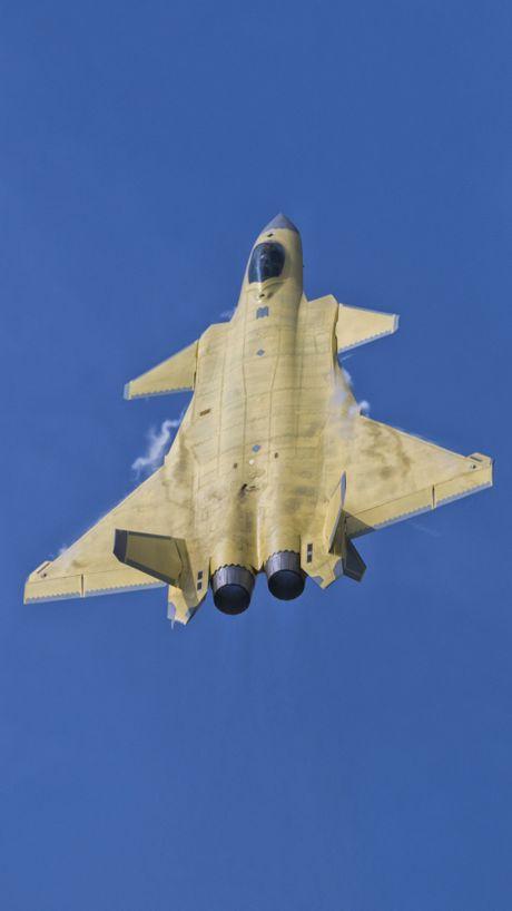 Trung Quoc 'no' tiem kich tang hinh J-20 manh hon F-22 - Anh 1