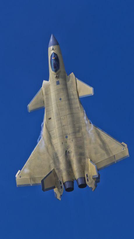 Trung Quoc 'no' tiem kich tang hinh J-20 manh hon F-22 - Anh 2