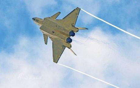 Trung Quoc 'no' tiem kich tang hinh J-20 manh hon F-22 - Anh 6