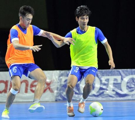 Futsal Viet Nam tap trung chuan bi cho giai Vo dich DNA - Anh 2