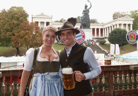 Sao Bayern va Usain Bolt tung bung don le hoi bia lon nhat trong nam - Anh 1
