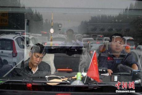 """""""Hoa mat chong mat"""" ngam nhin nguoi dan Trung Quoc huong Tuan le vang - Anh 19"""