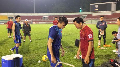 "Cong Vinh ""ngam mui"" tuoi tac - Anh 2"