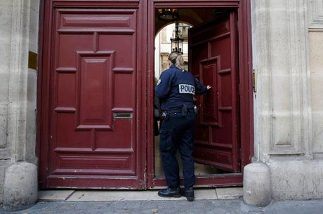 Chi tiet vu Kim Kardashian bi cuop hang trieu USD o Paris - Anh 3