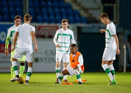 Celtic gay soc voi than dong 13 tuoi Dembele - Anh 2