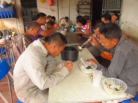 Bi an ngoi den nguoi dien o Hung Yen - Anh 2