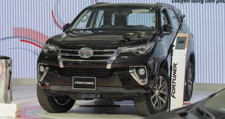 """""""Phat sot"""" voi hinh anh Toyota Fortuner 2016 tai trien lam - Anh 1"""