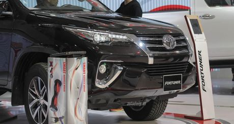 """""""Phat sot"""" voi hinh anh Toyota Fortuner 2016 tai trien lam - Anh 2"""