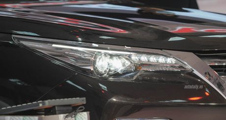 """""""Phat sot"""" voi hinh anh Toyota Fortuner 2016 tai trien lam - Anh 3"""