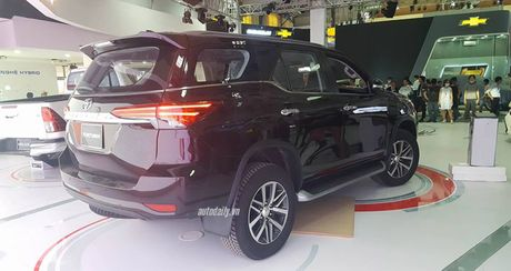 """""""Phat sot"""" voi hinh anh Toyota Fortuner 2016 tai trien lam - Anh 4"""