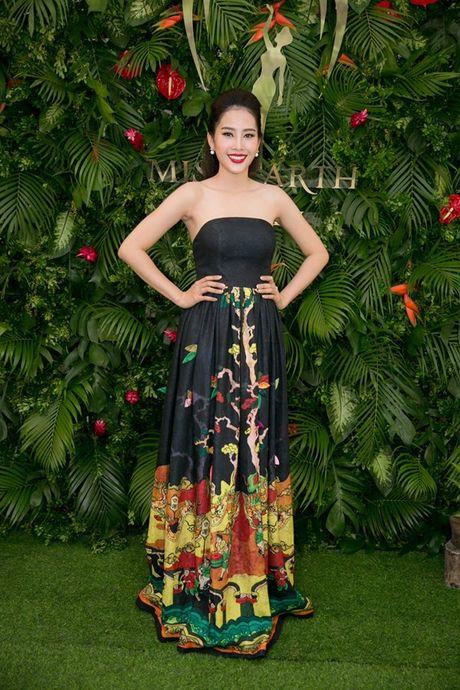Ngam trang phuc dan toc, trang phuc da hoi cua Nam Em tai Miss Earth - Anh 12