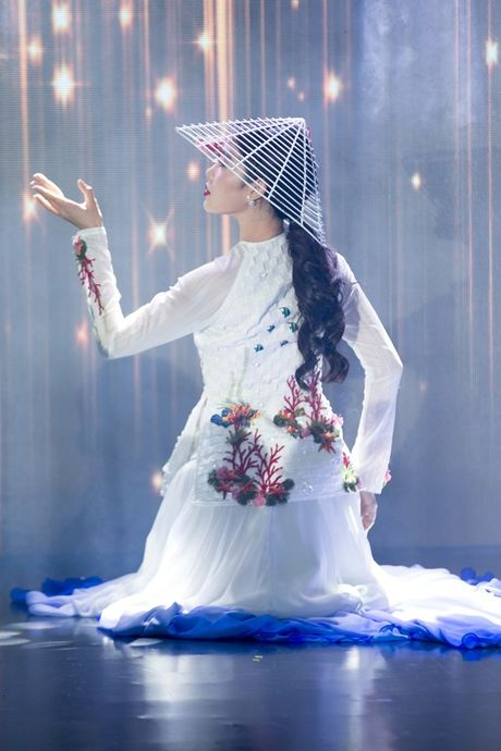 Ngam trang phuc dan toc, trang phuc da hoi cua Nam Em tai Miss Earth - Anh 2