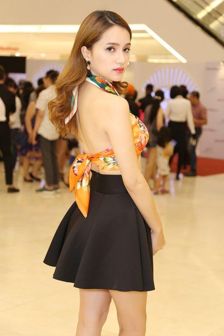 Huong Giang Idol tao bao quan khan lam ao di du su kien - Anh 3