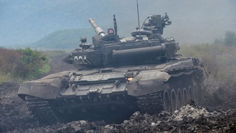 Bao Nga: Viet Nam se mua hang tram xe tang T-90 neu Nga giam gia - Anh 2