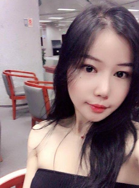 Nhan sac chan dai toan khoe lung khien trieu chang trai to mo - Anh 7