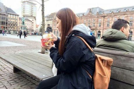 31% khach Trung Quoc mang mi an lien di du lich nuoc ngoai - Anh 3