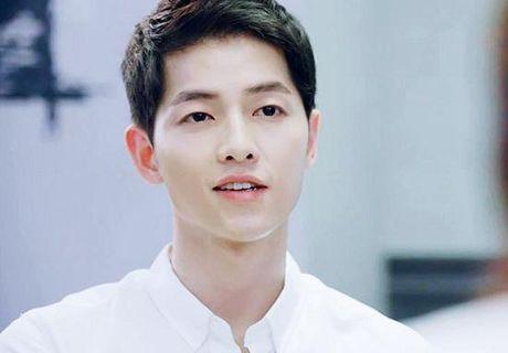 Song Joong Ki tai ngo voi bien kich cua Hau due mat troi - Anh 1