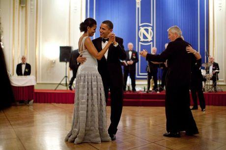 Obama gui thong diep ngot ngao toi vo nhan dip 24 nam ngay cuoi - Anh 1