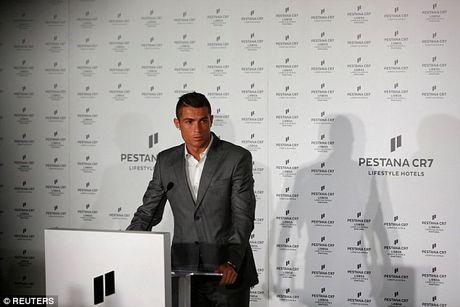 Ronaldo - Nguoi dan ong dieu nhung 'dau co soi' - Anh 2