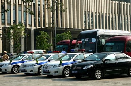 "Khoan xe cong: Co hoi cho lanh dao ""vi hanh"" song gan dan - Anh 1"