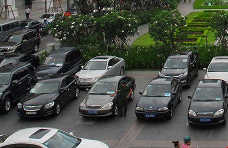 "Khoan xe cong: Co hoi cho lanh dao ""vi hanh"" song gan dan - Anh 2"