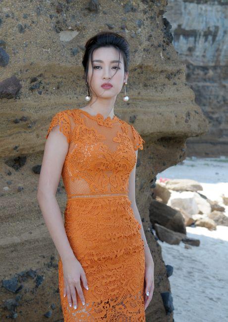 Hoa hau Do My Linh dong canh tinh tu voi Duc Tuan o Ly Son - Anh 10