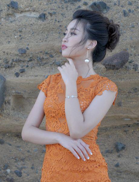 Hoa hau Do My Linh dong canh tinh tu voi Duc Tuan o Ly Son - Anh 9