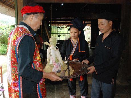 Sap dien ra le hoi que Van Yen lan thu II mang dam sac mau van hoa nguoi Dao - Anh 6