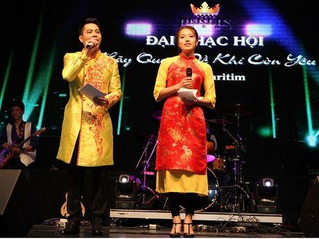 A hau Thuy Hang dau gia tu thien ao dai o Berlin de ung ho danh ca Khanh Ly - Anh 5
