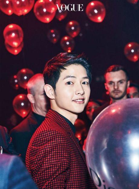 """Song Joong Ki lai dong phim cua bien kich """"Hau due Mat Troi"""" - Anh 1"""