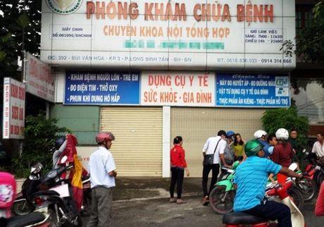 Thieu nu to bac si phu khoa hiep dam trong luc kham: Dua tien den thuong luong - Anh 1