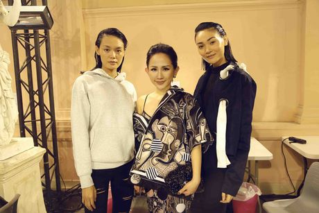 Tram Nguyen hoi ngo hai chan dai Viet o Paris Fashion Week - Anh 2