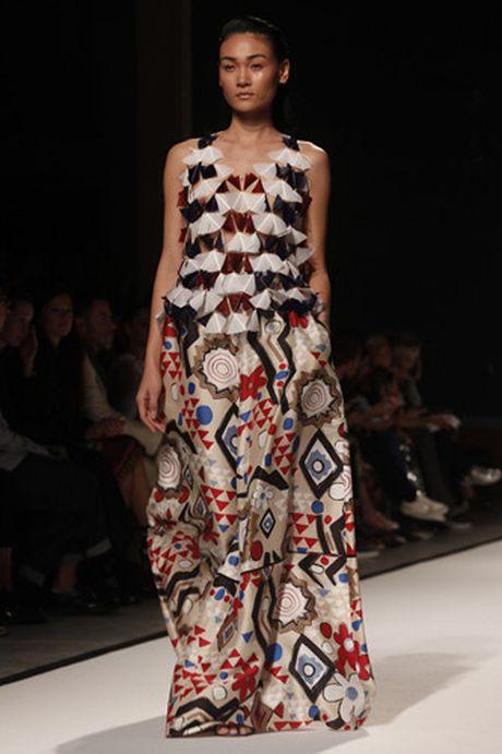 Tram Nguyen hoi ngo hai chan dai Viet o Paris Fashion Week - Anh 8
