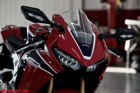 Honda CBR1000RR SP 2017: Tang cong suat, giam trong luong - Anh 12