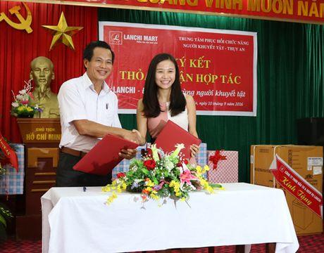 Lan Chi: Tao dieu kien cho nguoi khuyet tat, tre em hoan canh kho khan vuon len - Anh 1