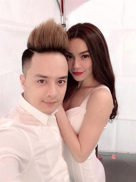 Dai gia kim cuong phan ung the nao khi Ha Ho lien tuc om hon trai la? - Anh 8