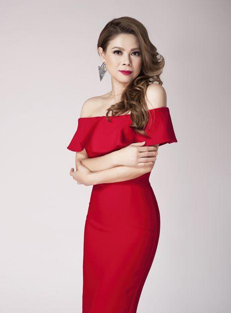 Thanh Thao khoe vai tran quyen ru o tuoi 39 - Anh 1
