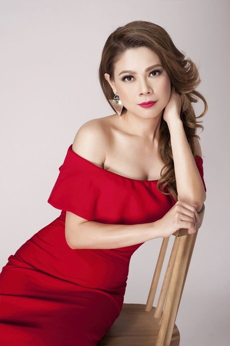 Thanh Thao khoe vai tran quyen ru o tuoi 39 - Anh 3