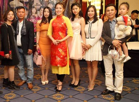 "A hau Thuy Hang gay quy ung ho ""Vong tay nhan ai"" cua ca si Khanh Ly - Anh 1"