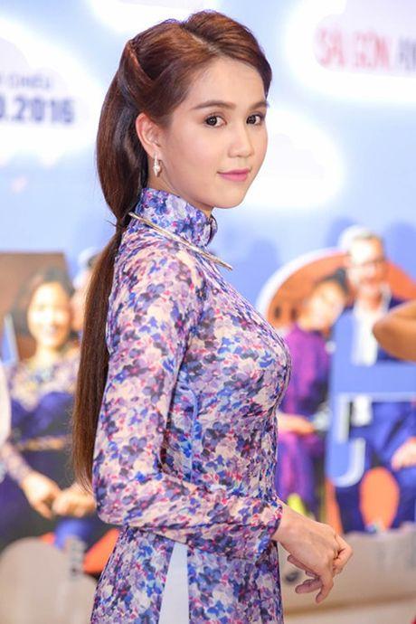 Ngoc Trinh gay thuong nho voi ao dai cua con gai Sai Gon xua - Anh 1