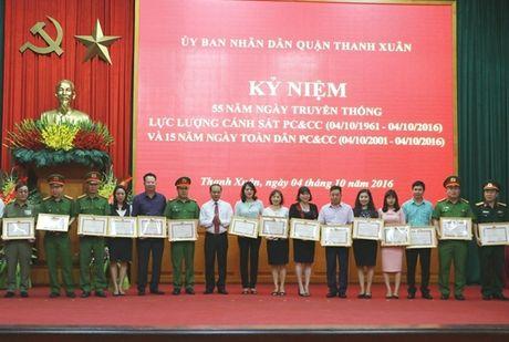 Cac quan, huyen TP Ha Noi ky niem 55 nam ngay truyen thong luc luong Canh sat PCCC - Anh 3