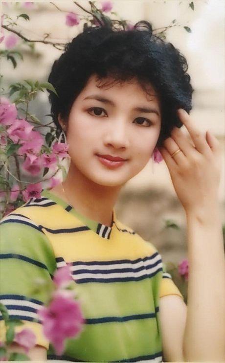 Thoi trang sao Viet xua: Kinh ngac vi nguoi dep nay gan nhu khong thay doi suot 20 nam qua - Anh 9