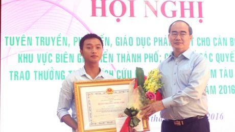 Khen thuong cap Nha nuoc cho ca nhan, tap the dung cam cuu nguoi - Anh 1