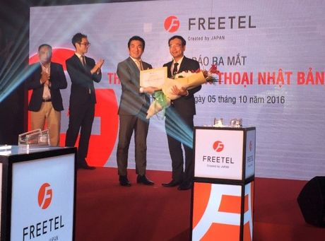 FreeTel (Nhat) nham vao phan khuc smartphone tam trung - Anh 1