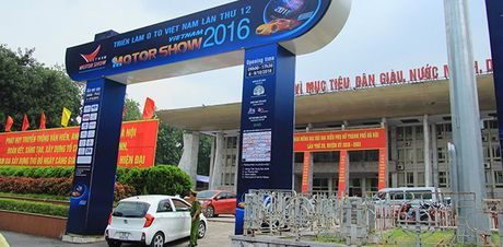 Mot vong trien lam o to Viet Nam 2016 - Anh 1