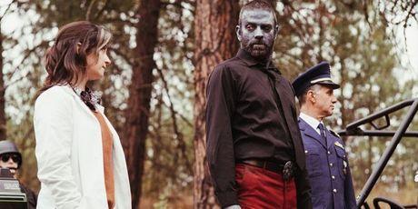 'Z Nation' tuyen bo 'The Walking Dead' tuoi…? - Anh 5
