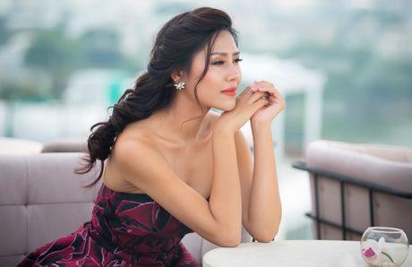Nguyen Loan goi cam truoc ngay di thi HH Hoa binh Quoc te - Anh 3